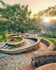 10 Places to Visit In Delhi